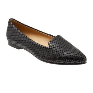 NEW Trotters Harlowe Pointed Toe Embossed Loafers